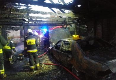 Pożar w Dąbrowie. Spłonął mercedes