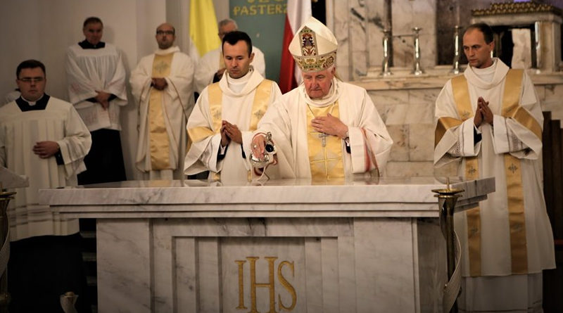 Poświęcono nowy ołtarz w Kościele w Jabłonnie