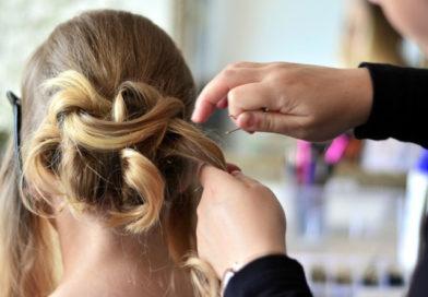 Rząd łagodzi obostrzenia. Od 26 kwietnia otwarte zakłady fryzjerskie, nauka hybrydowa w klasach I-III